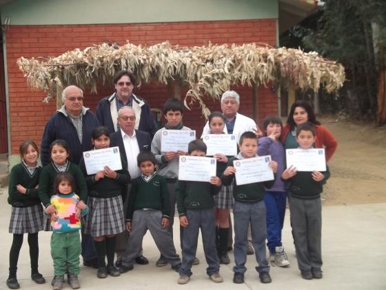 Alumnos Escuela La Loma de la Vega junto a Docentes y RCO