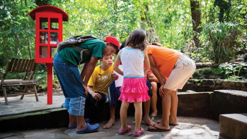 El Proyecto Paz, una organización comunitaria en Nicaragua apoyada por el Club Rotario de Keyser, West Virginia, EE.UU. instaló esta biblioteca en asociación con la organización no lucrativa de Los Angeles, Wishful Thinking. Fotografía de: Fotos cortesía de Little Free Library