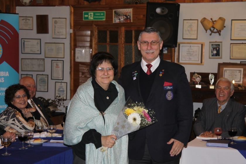 RC Olmué entrega presente a Beatriz Zahr