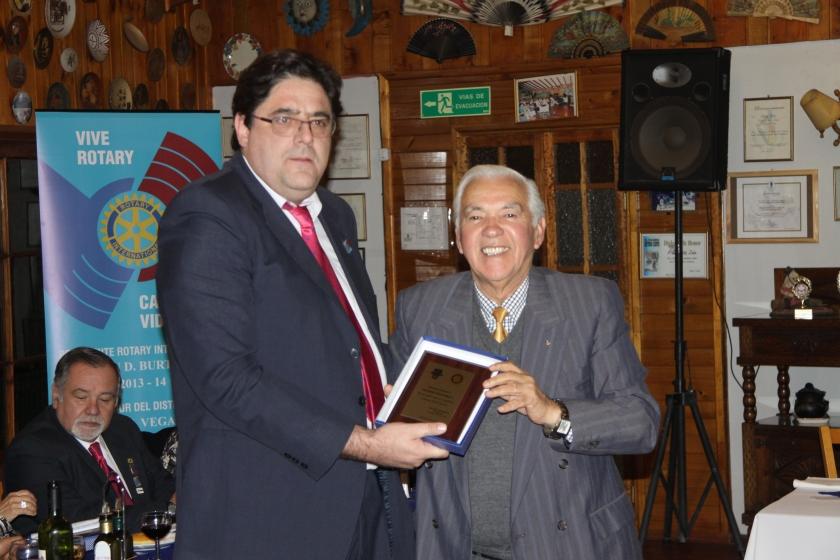 RC Olmué entrega reconocimiento a Eugenio Escalona