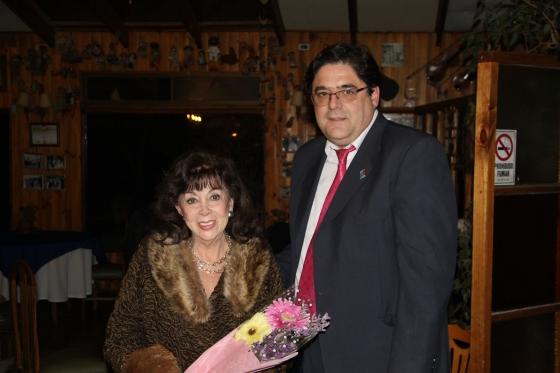 RC Olmué entrega reconocimiento a María Elba Sabugal