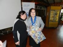 Gabriela Marin entrega regalo a Gobernadora Sonia