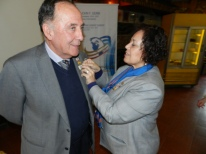 GD Sonia coloca PIN LFR 100 años a Presidente Jorge