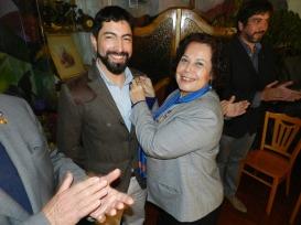 Investidura Emilio Becker, GD Sonia coloca PIN Rotario