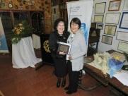 GD Sonia entrega Reconocimiento a Laura Jara por su participación en la Conferencia 2017