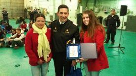 Entrega Reconocimiento I. M. de Olmué a Comandante Buque: Elizabeth Gallardo, Comandante Alberto Osorio, Lissette Moraga