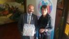 Presidenta Laura entrega regalo RCO a Gobernador Edgar