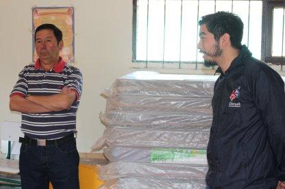 El presidente de la comunidad de La Vega Luís Astorga y administrador municipal Alejandro Basáez